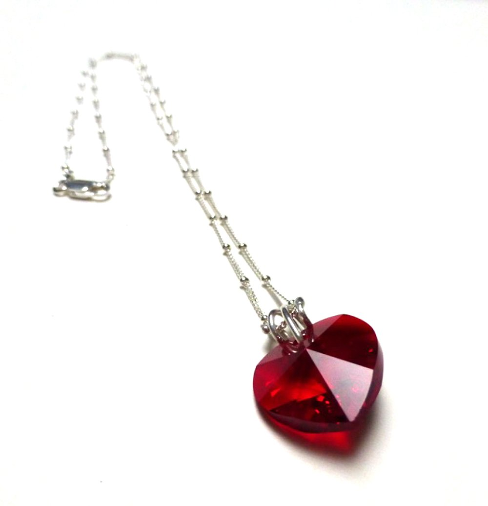 STERLING SILVER SWAROVSKI HEART NECKLACE. RUBY RED. VALENTINE'S DAY.