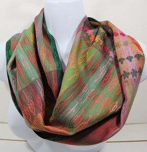 best infinity scraf:This handwoven infinity scarf is woven with silk. Abstract leaves and realistic designs are intertwined.