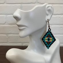 Load image into Gallery viewer, Tourquoise Diamond Shaped Hand Woven Earings