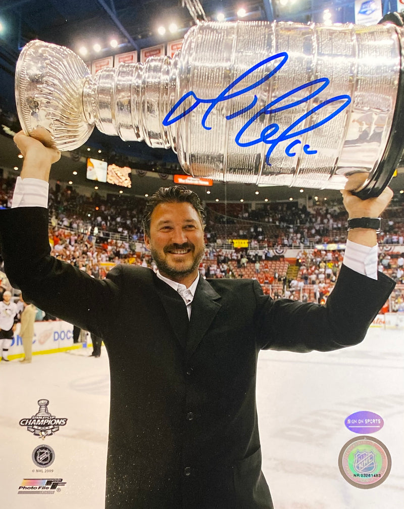 Mario Lemieux Signed Pittsburgh Penguins Hoisting the 2009 Stanley Cup 8x10 Photo