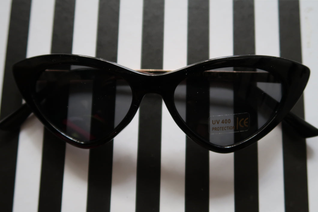 Chic Cateye Sunnies in Black