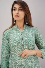 Load image into Gallery viewer, Stylish Cotton Cambric Green Geometric Printed Straight Kurta For Women