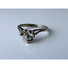 Load image into Gallery viewer, 18 karat white gold diamond ring