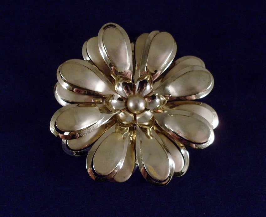 Vintage Flower Brooch Gold-tone Layered