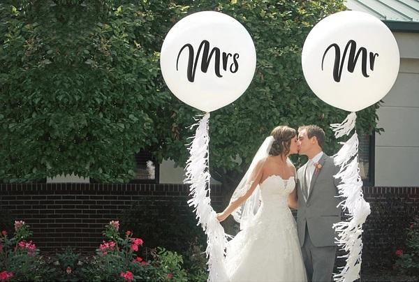 Mr & Mrs White Jumbo Balloons (2 pack)