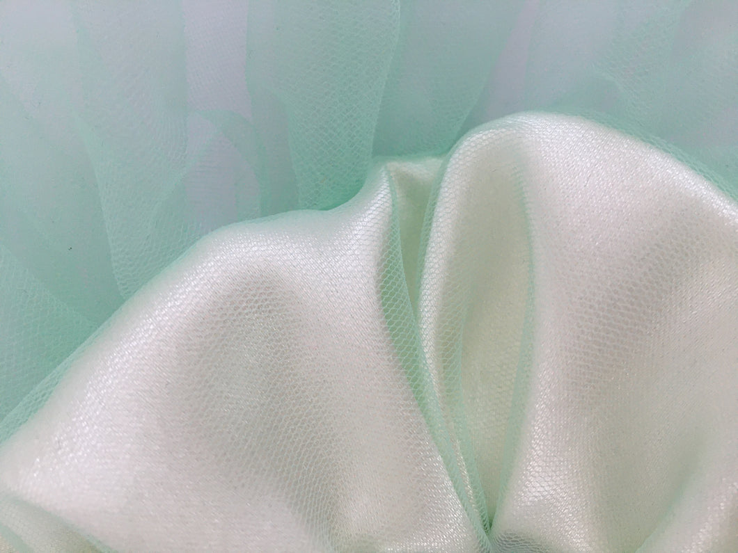 Oversized Scrunchie in Satin and Tulle