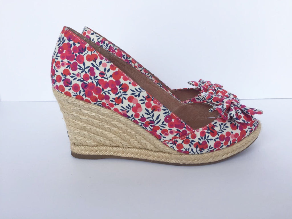 "Lord & Taylor "" Artemi"" Open Toe Floral Wedge Shoes Size 8"