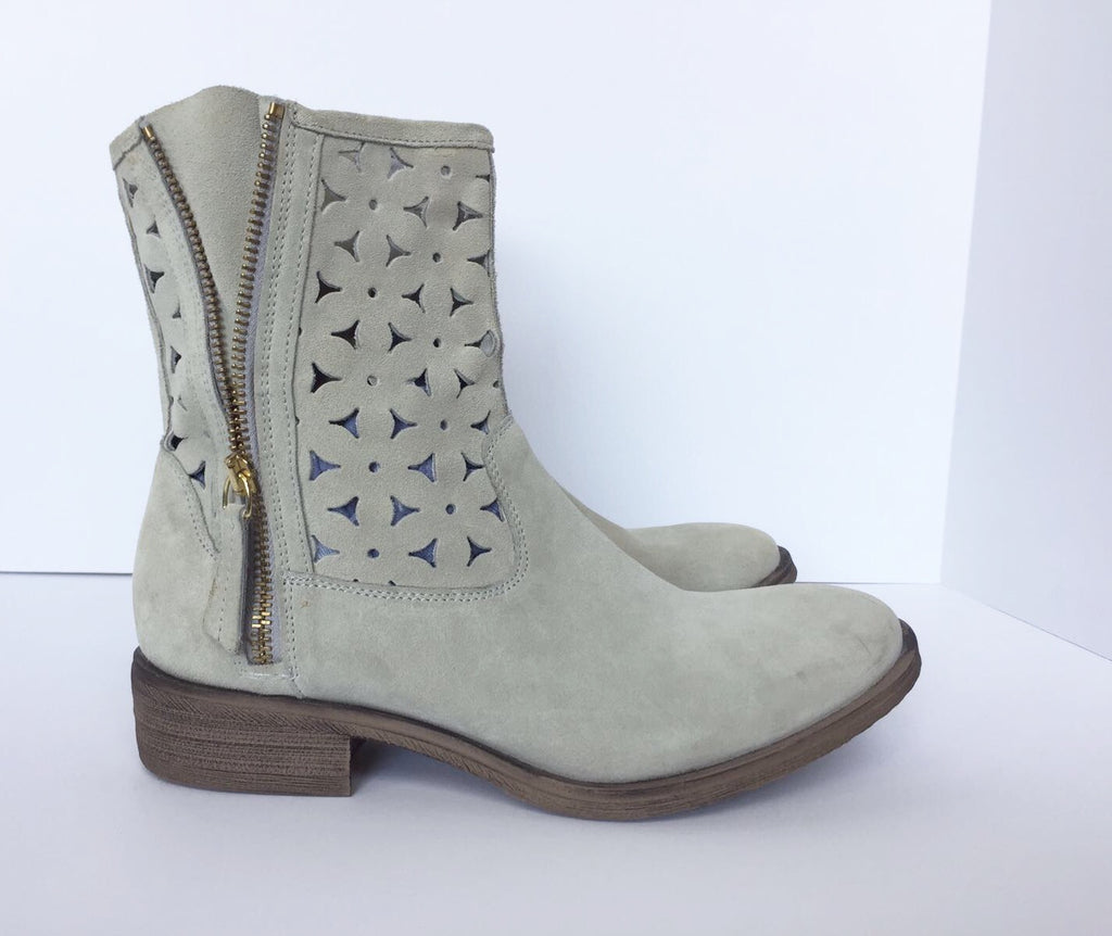 Townshoes Mint Green Suede Ankle Boots Size 8.5