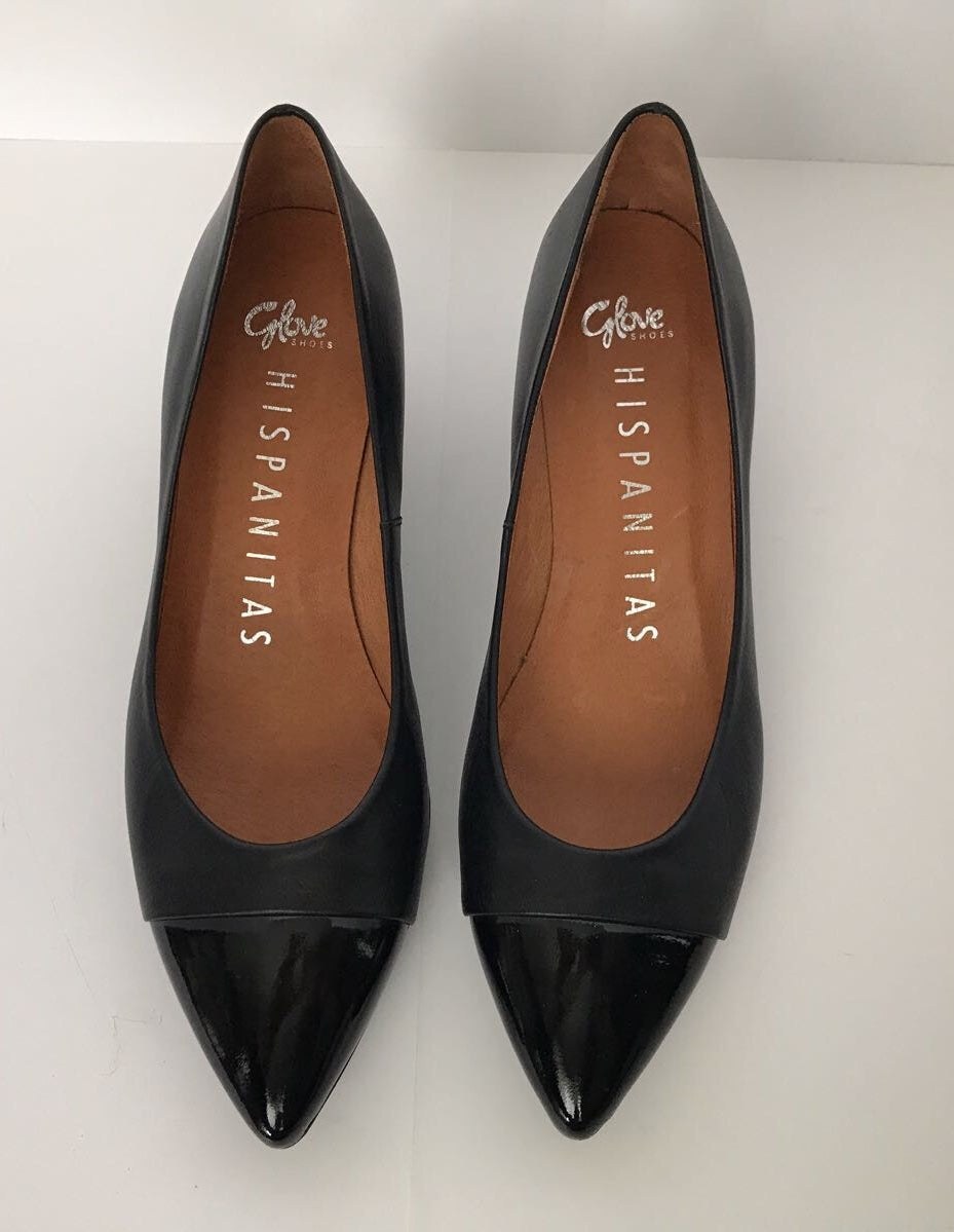 Hispanitas Pointed Leather Cap - Toe Pump Size 7.5
