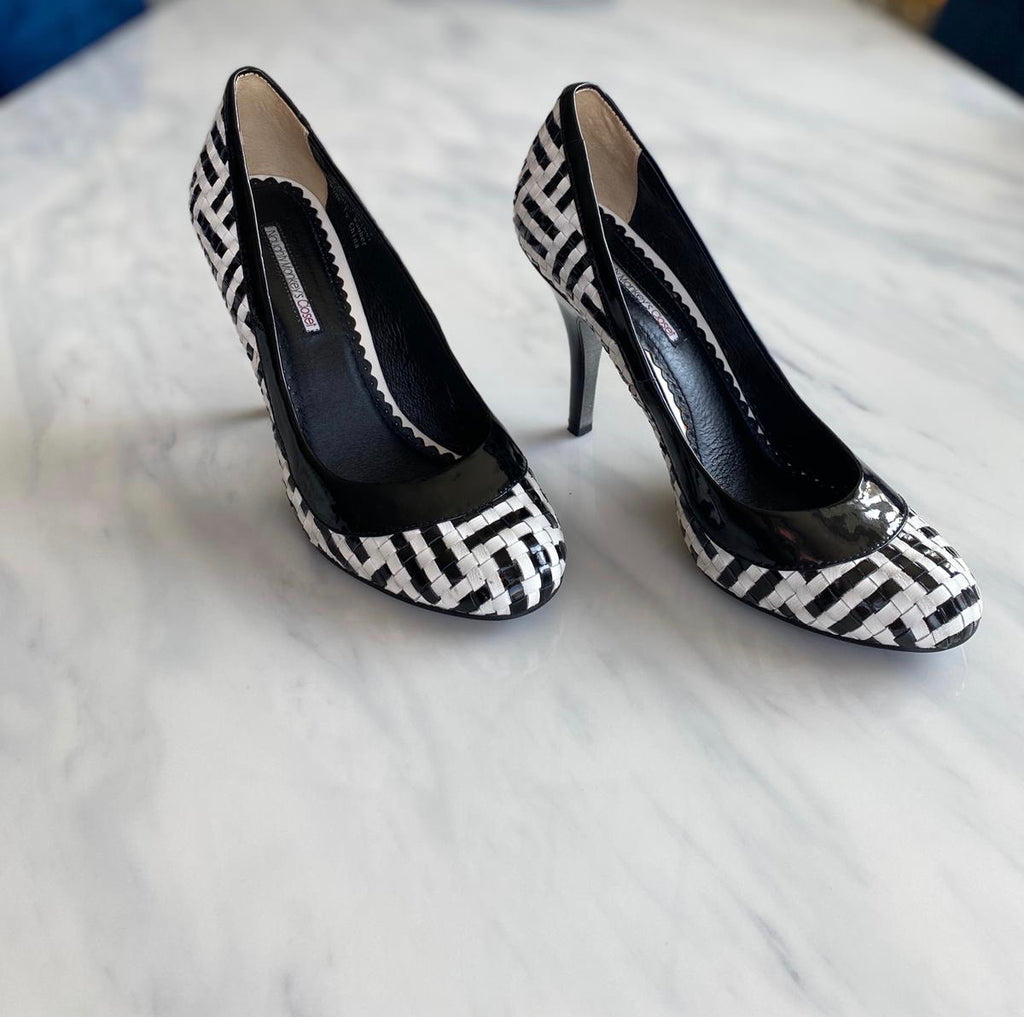 Naughty Monkey B/W Round Toe Pump Size 9