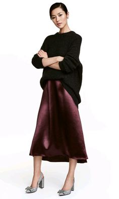H&M Burgundy Satin Midi Skirt Size 6