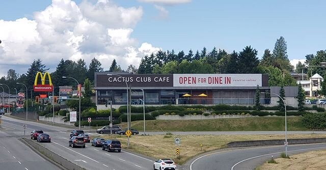 Views from the highway. @cactusclubcafe  #banner #print #printing #install #installation #reopening #covid19 #pandemic  #dinein #restaurant  #cactusclub #food