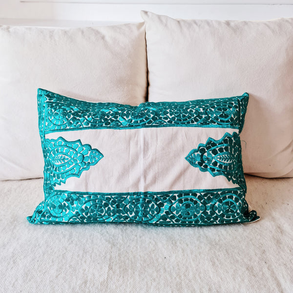 COUSSIN RECT BRODE TURQUOISE (4655208464426)