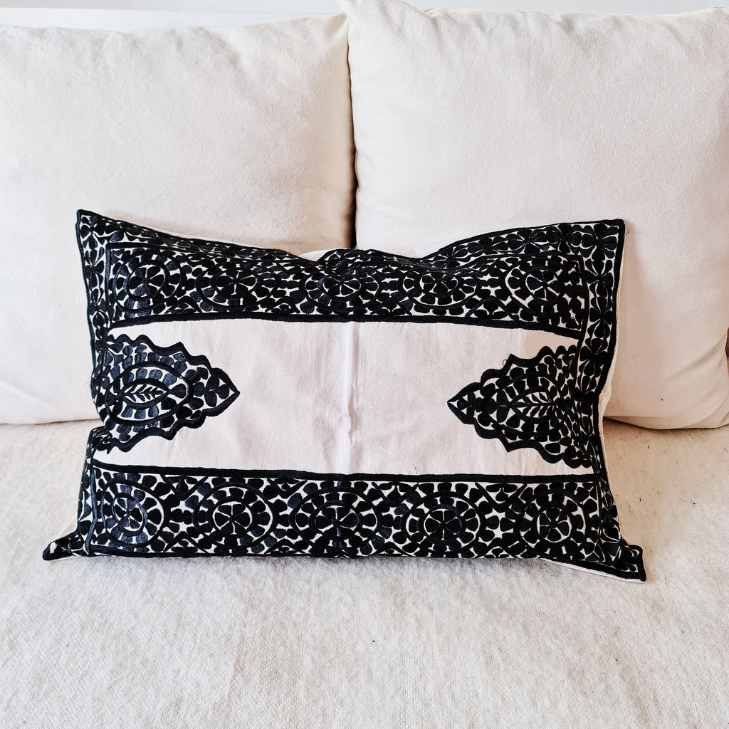 COUSSIN RECT BRODE NOIR (4655207022634)