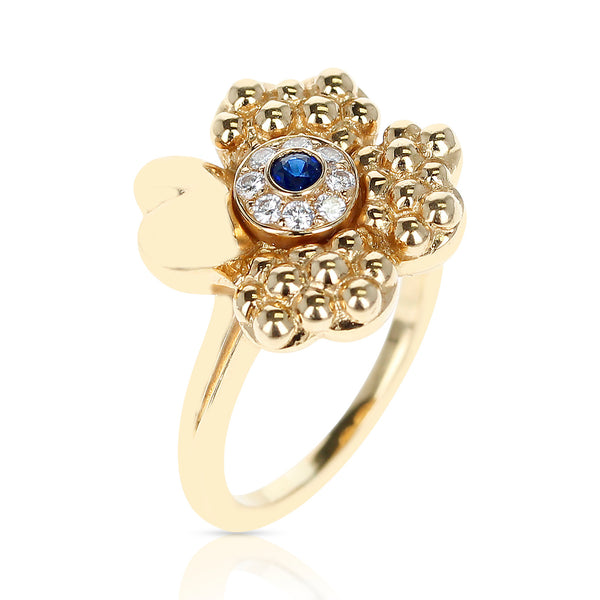 Paris Clover Ring with Diamonds and Center Blue Sapphire, 18 Karat Yellow Gold