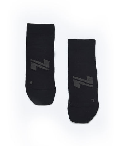 black performance-training-socks-mid