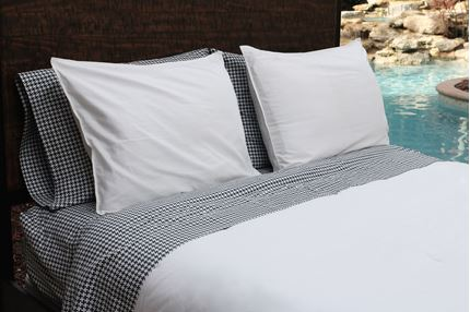SOLID WHITE - COMFORTER