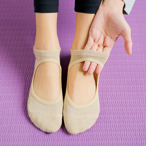 Hot Breathable Anti-friction Women Yoga Socks Silicone Non Slip Pilates Barre Breathable Sports Dance Socks Slippers With Grips