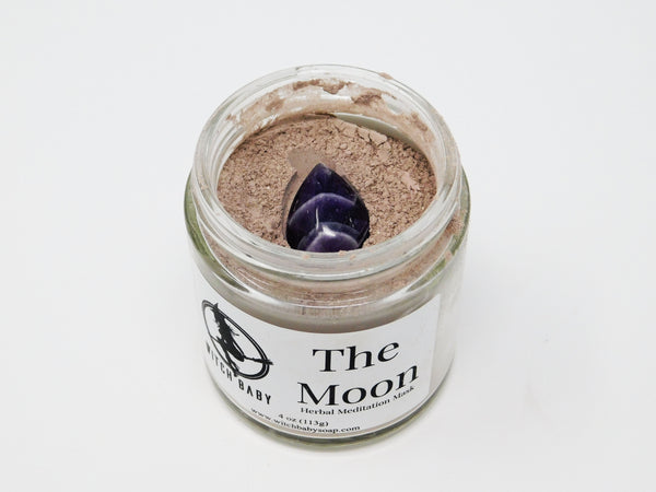 Nourishing face mask made with purple Brazilian clay, yarrow, angelica, myrrh, lavender, blue vervain, and is topped with a tear drop Amethyst.