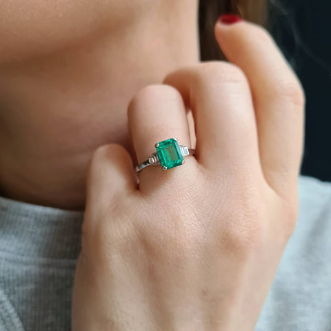 Emerald ring with baguette diamond shoulders