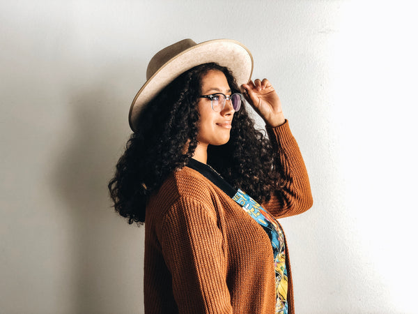 How to Wear a Hat with Curly Hair