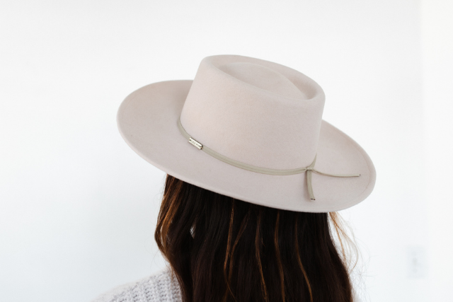hat band on hat