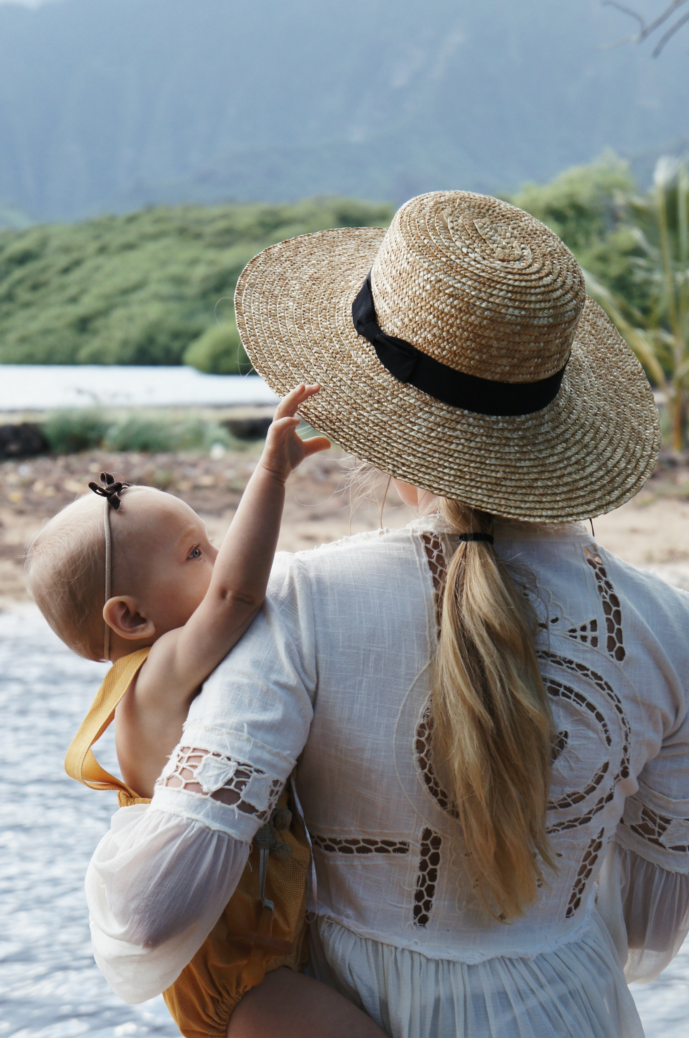 How to Style a Gigi Pip Beach Hat by Sena Nelson