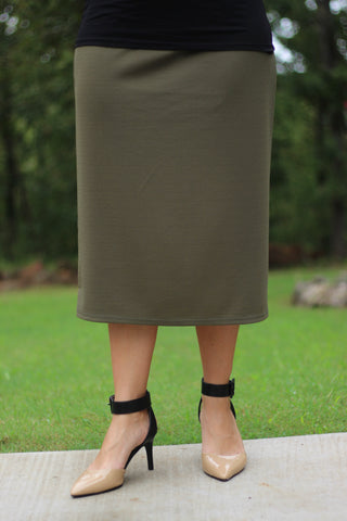 "Essential Skirt in Olive - 27"" (S-L)"
