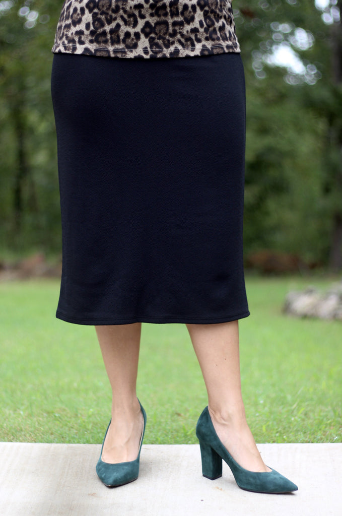 "Essential Skirt in Black - 27"" (S-L)"
