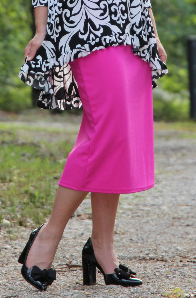 "Essential Skirt in Pink- 27"" (S-L)"