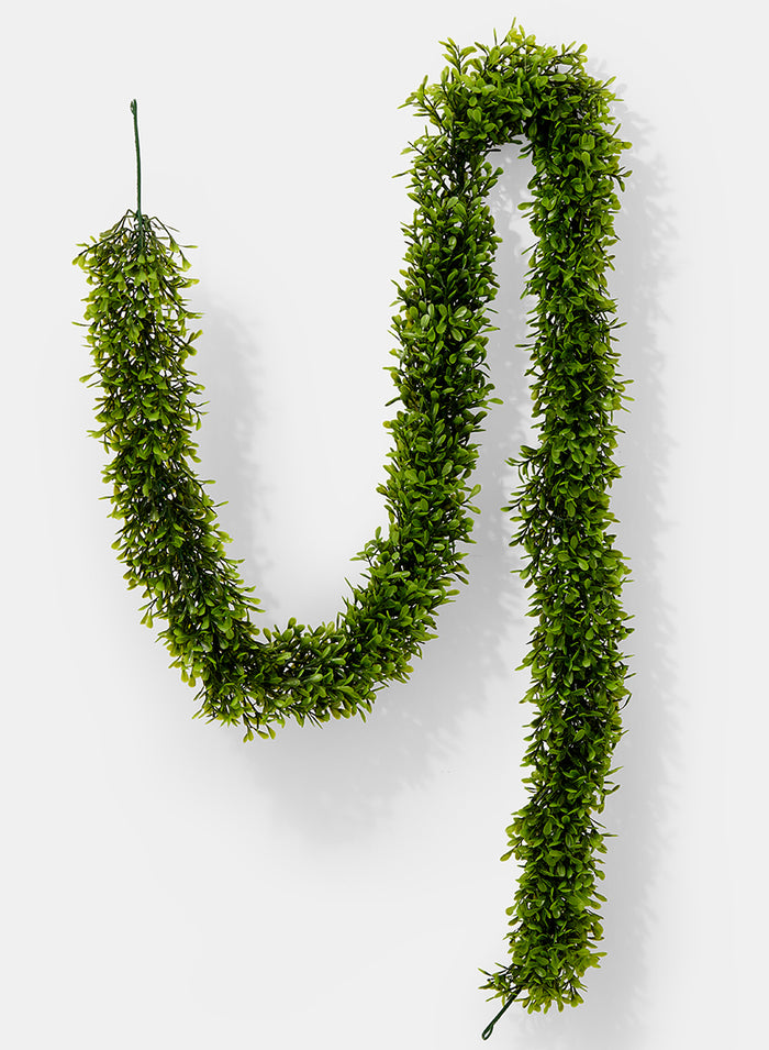 Artificial Green Boxwood Garland 5 ½ ft L
