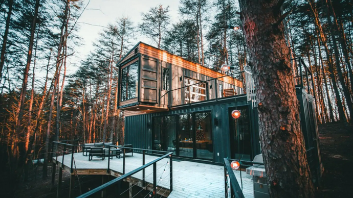This Airbnb Container Home in the Middle of the Woods Stays Booked a Year in Advance