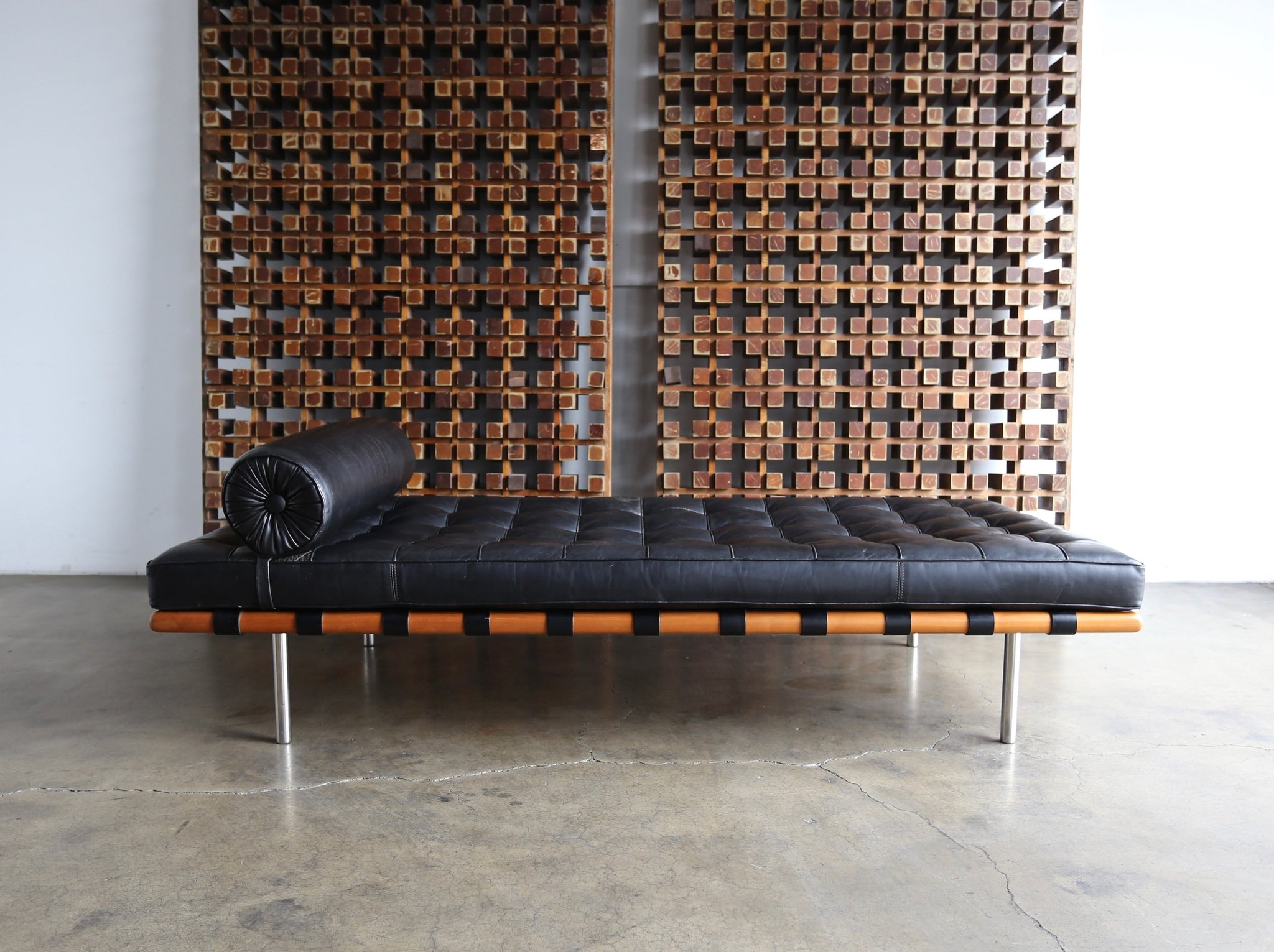 = SOLD = Mies van der Rohe Leather & Walnut Daybed for Knoll, 1983