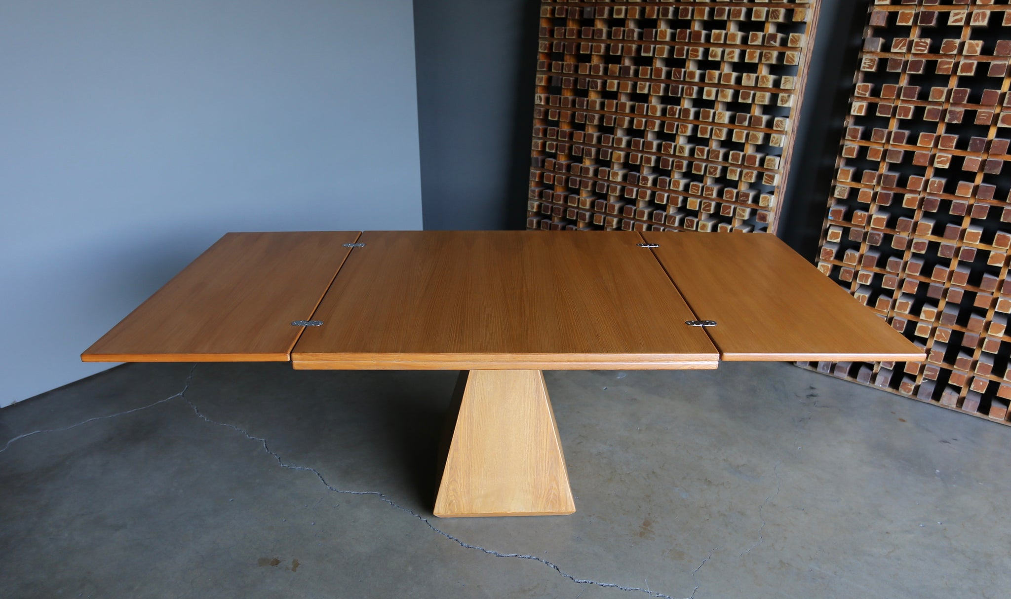 "Vittorio Introini "" Chelsea "" Expanding Dining Table for Saporiti circa 1960"