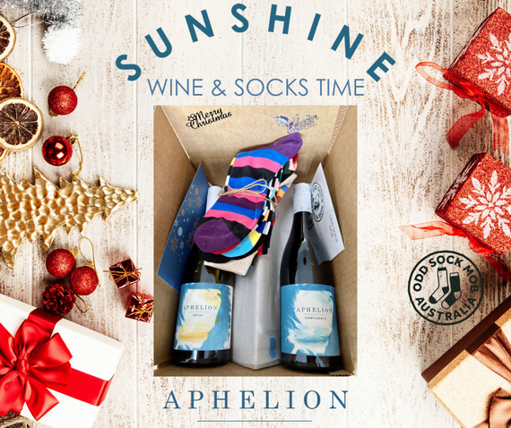 Premium White + Red Wine + 7 Pack Socks Christmas Box