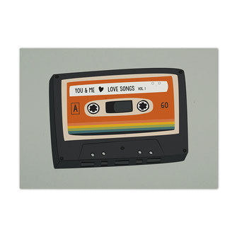 Postkarte Mixtape, Kasette mit dem Aufdruck you & me love songs, Retro Design, nachhaltige Postkarte, Recyclingpapier
