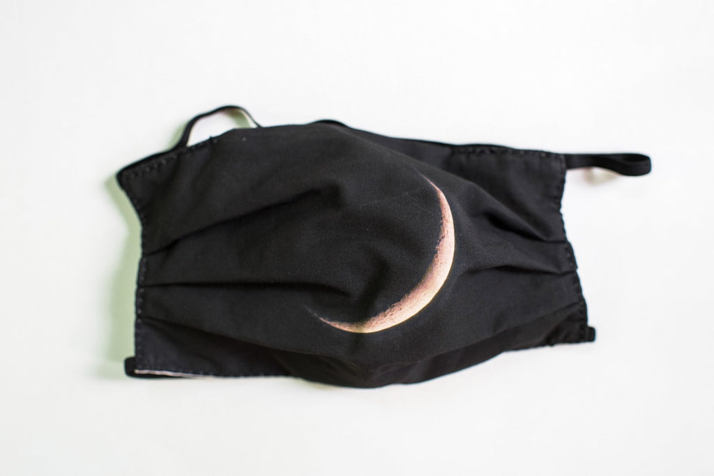 Pleated Moon (Black) - Maskcott