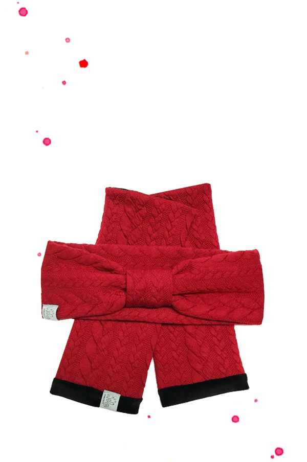 Acccessoire set consisting of cuffs in red with knitting pattern and black soft niki as a lining and matching hair band in red fakestrick