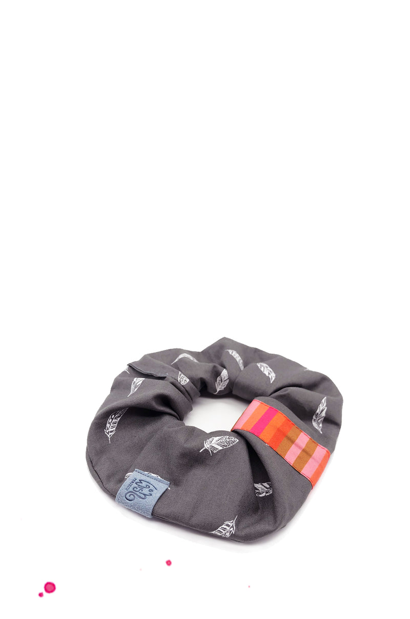 Scrunchie hair rubber in cotton grey with white feathers and orange, pink and apricot
