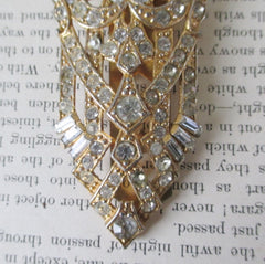 vintage 1930's 1940's vdeco rhinestone dress clip detail