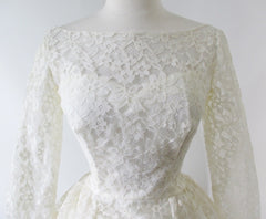 vintage 50's 60's lace wedding ivory white full skirt gown bombshell bettys vintage bodice detail