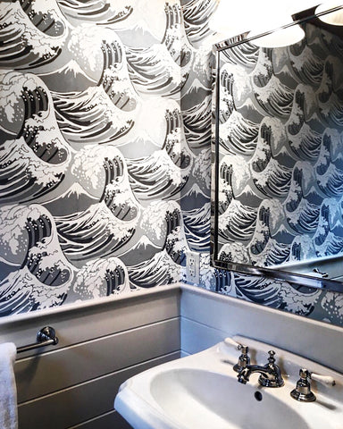 This Bathroom Design Is A Perfect Example Of How Graphic Wallpaper Can Add Intrigue To An Otherwise Strictly Functional Space