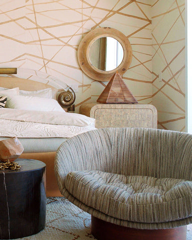 Geometrical print, Graphic wallpaper in a bedroom