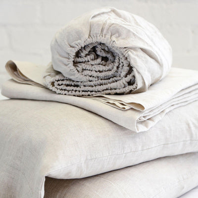 The Linen Sheet Set - Flax is made of 100% Belgian Flax linen and is a temperature control sheet set.