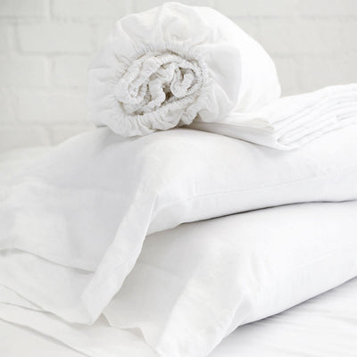 The Linen Sheet Set - White is made of 100% Belgian Flax linen and is a temperature control sheet set.