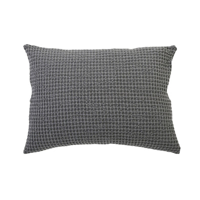 Charcoal grey big pillow made of 100% cotton in a stonewashed finish. Waffle weave pillow.