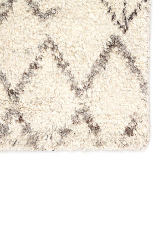 Merzouga Turtledove / Walnut Rug. Distressed pattern rug. White and brown rug. Moroccan style rug.