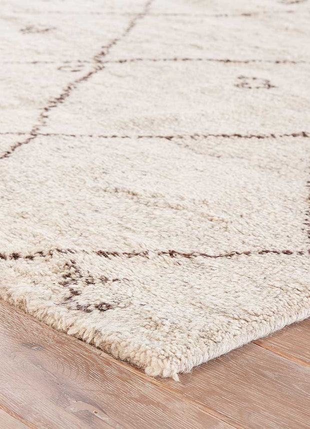 Minsk Turtledove / Walnut Rug texture and colour. Moroccan pattern rug. White and brown rug.
