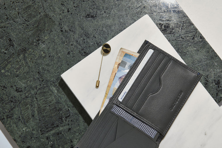 The Agrippa full-grain leather billfold in Grey hails from AUGUSTUS: An exclusive wallet collaboration with AUGUSTMAN to celebrate their 10th anniversary.