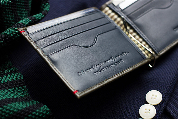 Marrying the classic look of a Jungle Green full-grain leather billfold and the sleek profile of the money clip, the Bond exudes a confidence and charisma that James himself would approve of.